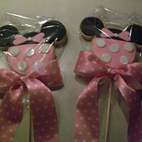Minnie Cookies   I made these as a gift for a friend who was having a Minnie Mouse themed birthday party for her little girl.