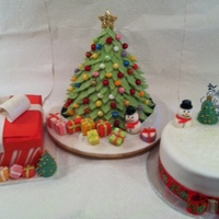 All My X Mas Cakes Last Year The Tree Was Mine And The Other 2 For My Neighbours Left And Right I Do Need To Keep Them Sweet Lol All my X-mas cakes last year. The tree was mine and the other 2 for my neighbours left and right. I do need to keep them sweet, lol.