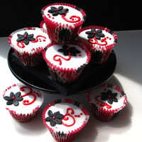 Black White And Red Cupcakes Found these cupcake cases in Ikea....was a bit disappointed with the shap. I wanted the cupcakes to be tall, but my UK muffin tin didn&#039...
