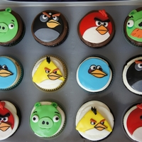 Angry Birds Cupcakes some angry birds for a happy little boy. :)