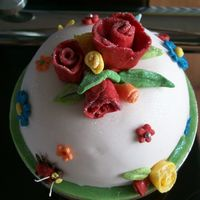 Simple Cake With Rose Buds And Flowers
