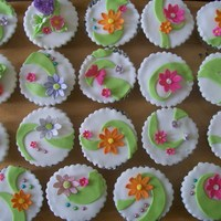 Flowers And Heart Cupcakes