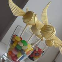 Harry Potter Golden Snitch Cake Pop I made Harry Potter Golden Snitch cake pops for my daughter's 10th birthday party.