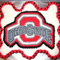 Ohio State   Cupcake cake decorated in bc.