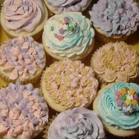 Cupcakes WASC recipe...made these a long time ago when I first started decorating and just came across the photo. I was playing around with...