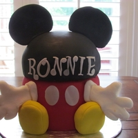 Ronnie's Mickey Cake I got this idea from this site. Fondant covered cake.