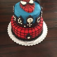 Spiderman   cakes frosted in butter cream, fondant spiderman head and city