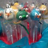 Angry Birds Cake Pops & Brownie Pops 6 Characters of Angry Birds: Red Bird, Black Bird, Yellow Bird, White Bird, Blue Bird and Green Pig!
