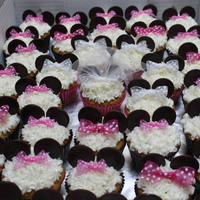 Minnie Mouse Bridal Shower Bigger bows for the Bridesmaids and a veil for the Bride. TFL :)
