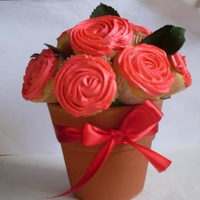 Basquet Red bouquet cupcakes roses