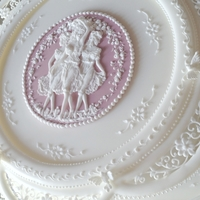 The Three Graces Royal icing collar, pressure piping for the Three Graces