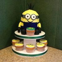 Minion Minion and cupcakes with minion faces.