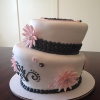 Pink And Black Anniversary Love this cake, the pale pink against the black and white!
