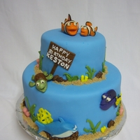 Finding Nemo Cake is covered in marshmallow fondant. Figures are sculpted out of gum paste. www.creativecakesbyangela.blogspot.com