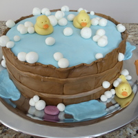 Baby Shower Baby Tub Cake Had so much fun making this in the middle of the night (for a friend's sis-in-law)! Could not work on all the details for the wood due...