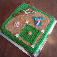 Baseball Diamond Cake The grass is buttercream. Accents are fondant and the dirt is graham cracker crumbs.