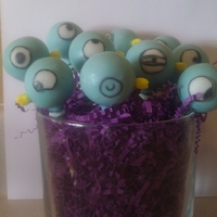 Pigeon Cake Pops These Pigeon cake pops are based on the children books by Mo Willems.