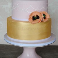 Rustical Cake In Gold And Rosé With Poppy