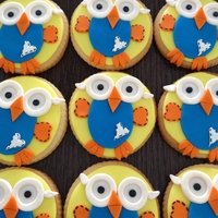 Giggle And Hoot Cookies covered in glaze and Hoot is made from Satin Ice fondant.