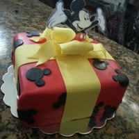 Mickey Mouse Present Cake   Mickey Mouse Present cake