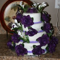 Purple Rose Round Wedding Cake