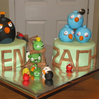 Angry Birds I loved making this cake, it kept making me smile. Angry birds galore on these 2 chocolate cakes with oreo SMBC filling.