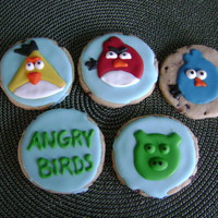 Angry Birds  Royal icing on a rolled chocolate chip cookie. These are cookies that really makes me want a KOPYKAKE projector, although they were fun to...