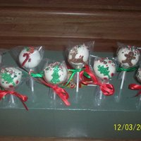 Christmas Cakepops These are gingerbread flavored and Christmas peppermint flavored cakepops. They were flavored with their respective flavors inside, the...