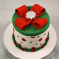Hatbox Style Christmas Cake This Was The Sample I Made For The Class I Am Offering In December Buttercream Icing Fondant Accents Hatbox style Christmas Cake, this was the sample I made for the class I am offering in December. Buttercream icing, fondant accents.