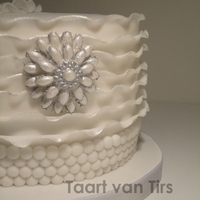 Ruffled Cake :) love the look of the cake!