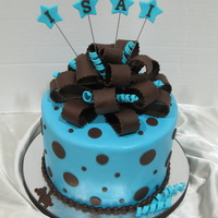 Isai All fondant with fondant decorations =)