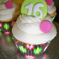 "Sweet 16 Cupcake sweet 16 cupcakes decorated with a buttercream swirl and fondant ""16"" circles"