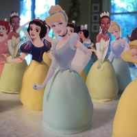 Princess Cake Pops   Princess cake pops