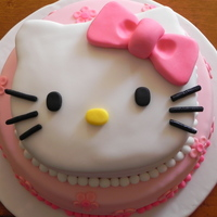 Hello Kitty I saw this cake long time ago and it was a great idea to make 2 tiers cake. I don?t remember how post it, but thanks!!!!