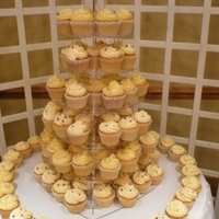 Simply Elegant - Wedding Wedding Cup cakes on a heart stand Vanilla 120.