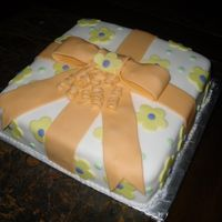 Cake Class Coruse 3 Bow cake with, flowers and polka dots..
