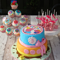 Peppa Pig Party Peppa pig cake, cupcakes and cakepops.