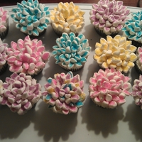 Spring Time Flowers Cupcakes decorated with marshmallows and cake sprinkles.
