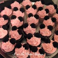 Minnie Mouse Cupcakes Pink Buttercream Icing Pearl Candies Amp Mini Oreos For The Ears   Minnie Mouse Cupcakes / Pink buttercream icing, pearl candies & mini oreo's for the ears.