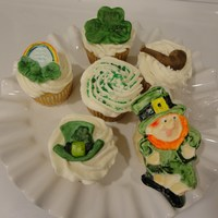 St. Patrick's Day Cupcake Toppers Made From A Chocolate Mold. See my blog for more info. www.cakesandcookiesbyandrea.blogspot.com