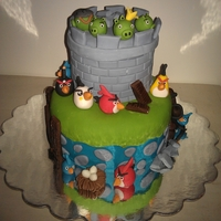 "Angry Birds Small 4"" and 6"" cake."