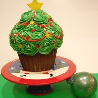 Christmas Tree Christmas tree from cupcake pan. Fondant accessories. Chocolate ornament.