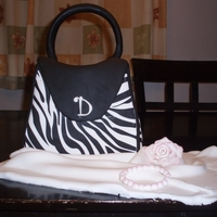 My First Purse Cake ! Thank you to ''Eneq'' for inspiration.The cake is vanilla, fruit mousse inside. I used the sugar sheet of Wilton for...