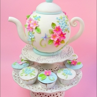 Spring Teapot My last creation for the italian magazine Cucina Chic Cake Design, n.6 (aprile)