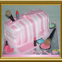 Make Up Bag Vanilla sponge make up bag with sugarpaste make up, TFL
