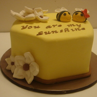 1317951994.jpg Small cake for someone's Sunshinie!