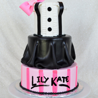 Eloise Inspired Cake Fondant w/ handpainted bottom tier