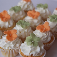 Flower Decorated Cupcakes   I bought these new liner sizes and wanted to try them. This is what I did.