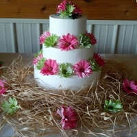 Daisies Real country wedding. Buttercream and real flowers