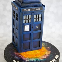 Doctor Who - The Tardis I was terrified to try airbrushing this thing, but in the end I was quite pleased! I followed the Artisan Cake Company tutorial for...